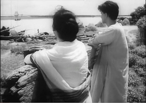 ritwik ghatak trilogy Ritwik ghatak, born on november, 4 it might be this almost unbearable contradiction which makes my heart bleeding for the films of ritwik ghataks refugee-trilogy.