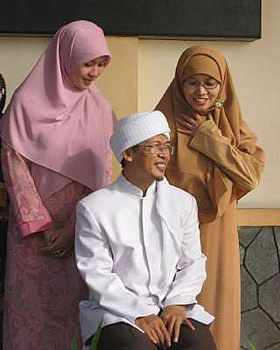 Representations of Indonesia's polygamous life in